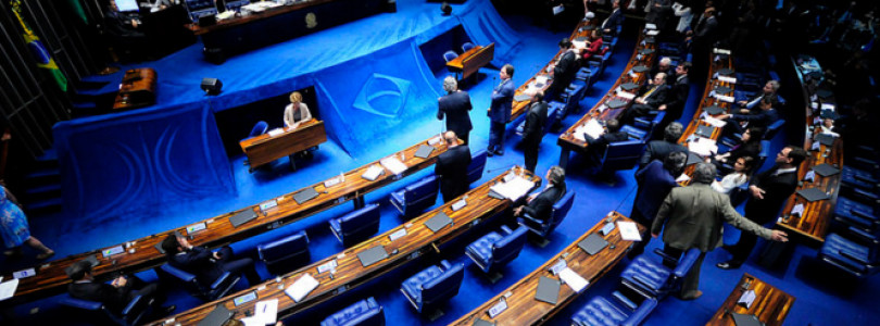 Impeachment de Dilma ainda precisa passar pelo Senado