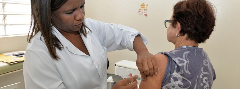 Vacinação contra gripe será retomada nesta terça-feira