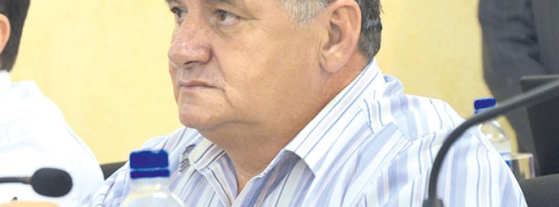 HORAS EXTRAS: Vereador questiona gastos de R$ 43,1 mil na Educação