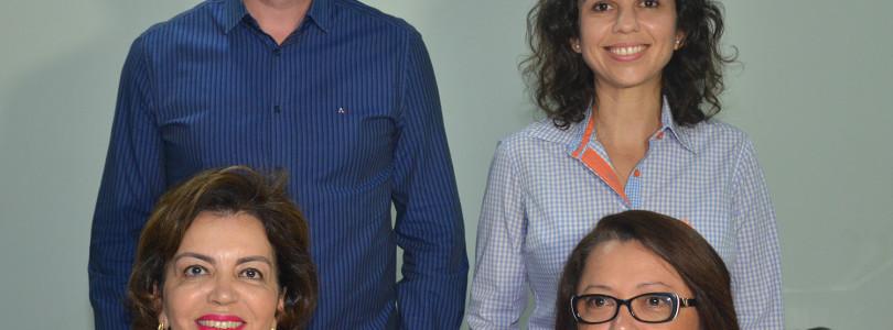 Com duas mulheres, Botion completa secretariado