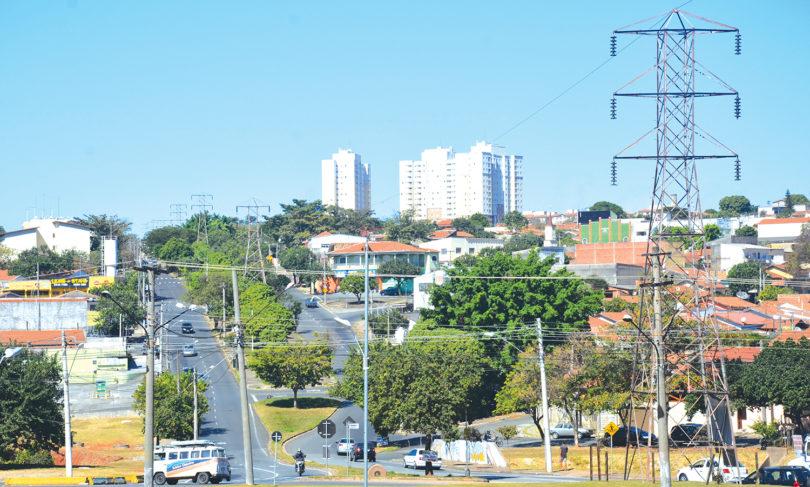 TORRES DE ENERGIA DESATIVADAS: Sem prazo, prefeitura promete retirada