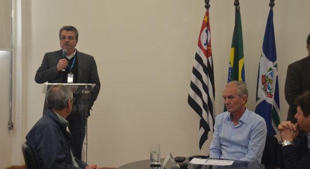 CRISE FINANCEIRA NA PREFEITURA: Botion não descarta atrasos de salários dos servidores e a criação da taxa da luz