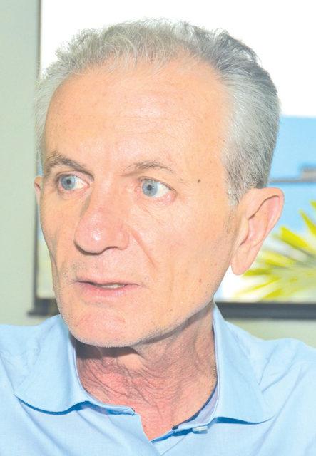 Respeito a opinião dos dois – Silvio Félix (PDT) e Paulo Hadich (PSB) –, um cassado e outro que não foi reeleito, mas eu fui eleito e estou aqui governando e tomando as decisões…