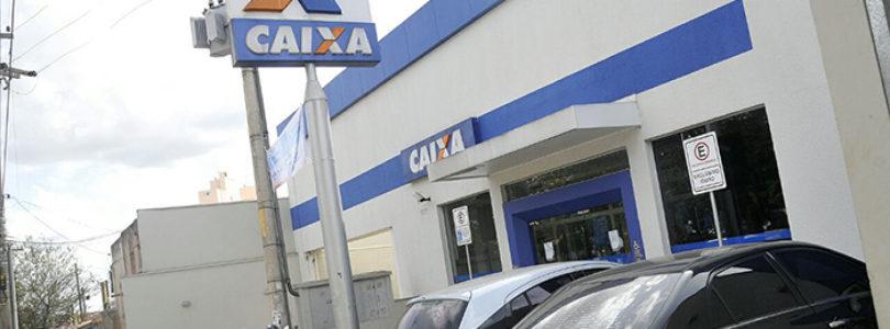 FILA EM BANCOS: Usuários voltam a criticar longa espera