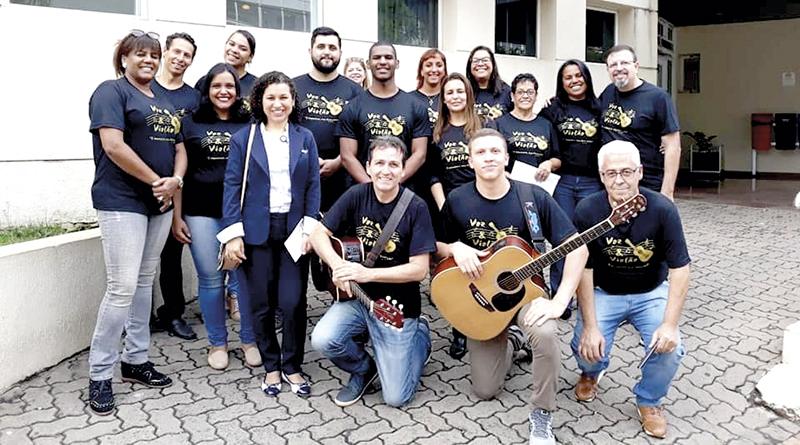 VOZ & VIOLÃO: Grupo leva música a pacientes de hospitais