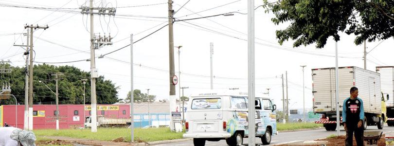 SEMÁFORO NO AEROPORTO: Moradores pedem conclusão de obra