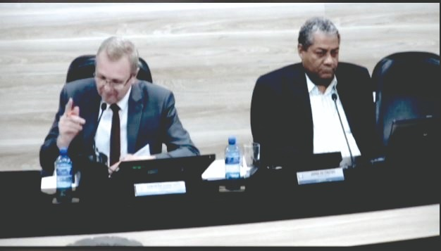 REQUERIMENTOS X INDICAÇÃO: Presidente da Câmara repreende vereadores
