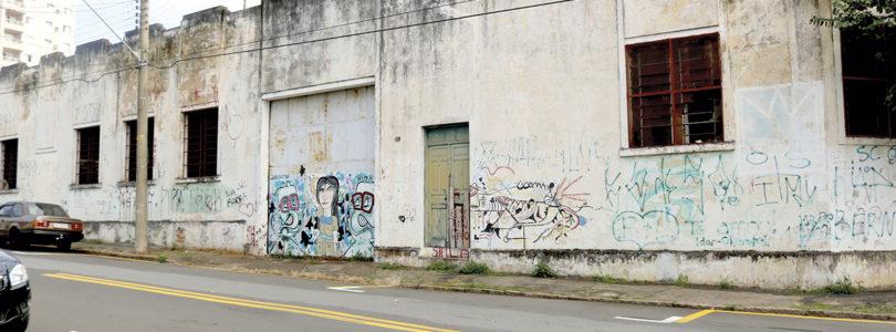 SEM NÚMEROS: Prefeitura desconhece abandono de imóveis