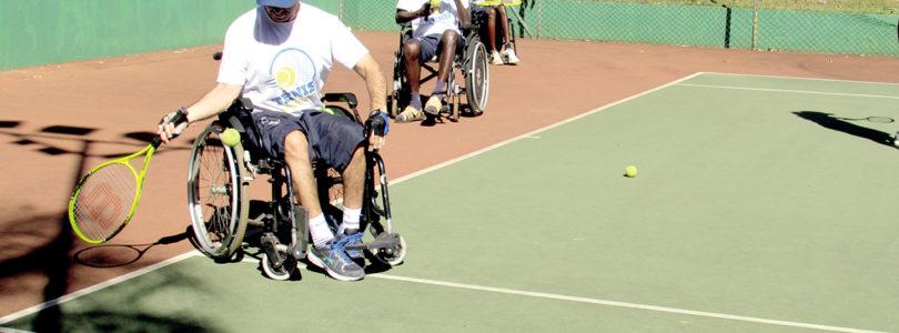 TÊNIS FUTURO: Projeto leva o esporte a pessoas deficientes