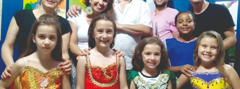 BRINCADEIRAS DE QUINTAL: Cakarecos movimenta as crianças no Vitória