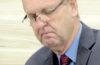 Está cassado o mandato do denunciante por 15 votos favoráveis, cinco contrários e uma abstenção