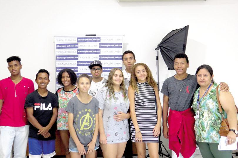 APRENDIZADO: Adolescentes conhecem a Tribuna