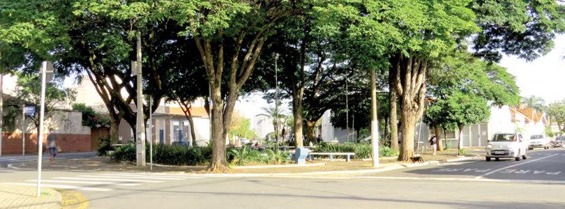 COBRANÇA: Moradora pede 'sossego' em praça